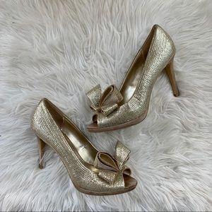 Beautiful gold bow sparkle pumps
